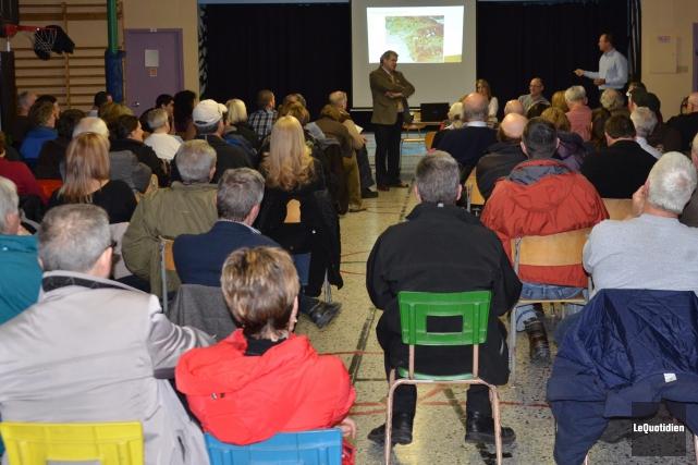 La rencontre avait été organisée par le maire... ((Photo Le Quotidien, Patricia Rainville))