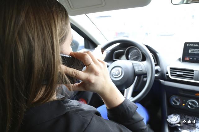 Une coroner recommande l'interdiction complète du cellulaire au... (Photothèque Le Soleil)