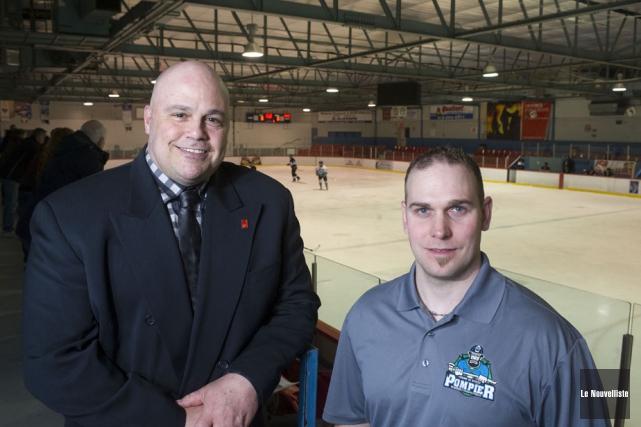 Le président d'honneur du tournoi de hockey des... (Photo: Stéphane Lessard, Le Nouvelliste)
