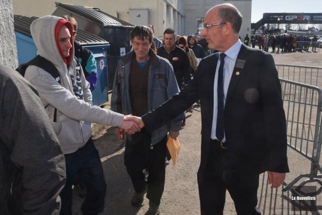 Le maire Yves Lévesque a salué les gens... (Photo: François Gervais, Le Nouvelliste)