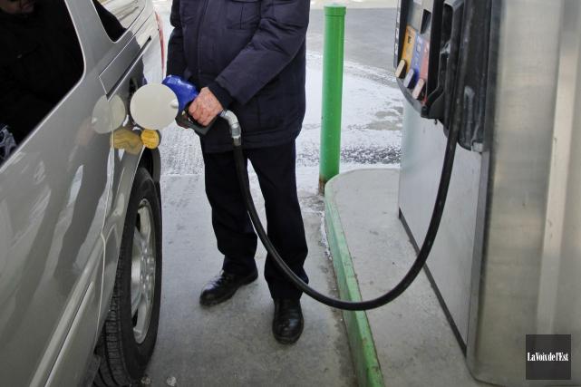 Les automobilistes dénonçant le cartel de l'essence pourront interroger... (Archives La Voix de l'Est)