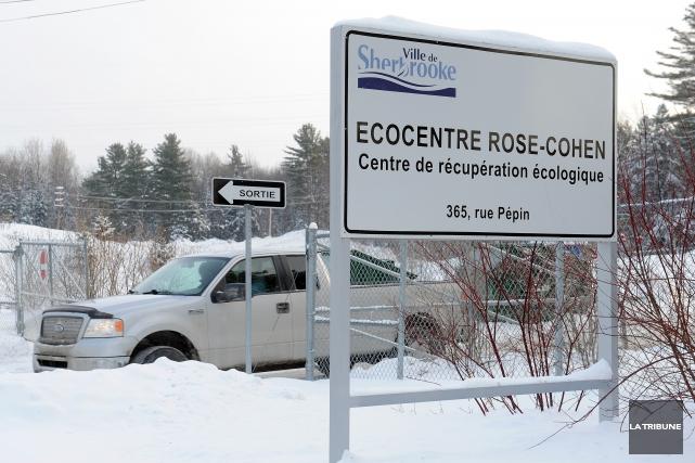 À partir du lundi, les écocentres de la Ville de Sherbrooke seront ouverts... (Archives La Tribune, Jessica Garneau)