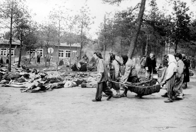 Les corps, jusqu'à 10 000 selon certains témoignages,... (PHOTO ARCHIVES AFP/ARMÉE BRITANNIQUE)