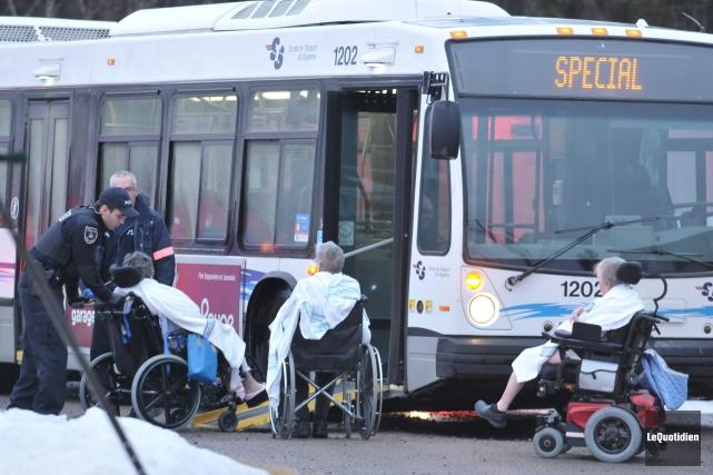 Des autobus de la Société de transport de... ((Photo Le Quotidien-Rocket Lavoie))