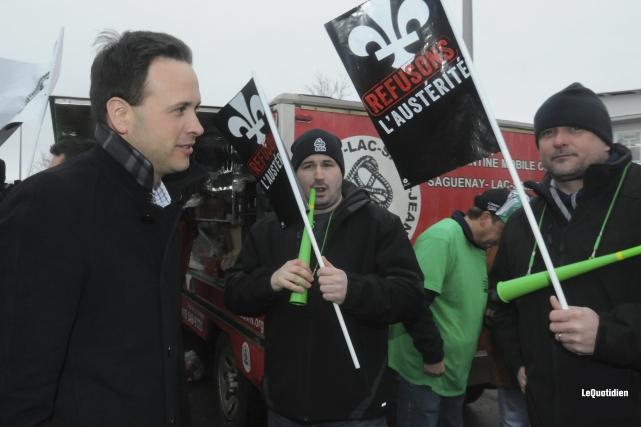 Alexandre Cloutier a offert son appui aux travailleurs... ((Photo Le Quotidien, Michel Tremblay))