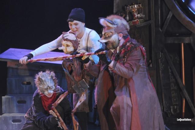 Pinocchio a maille à partir avec deux prédateurs... ((Photo Le Quotidien, Michel Tremblay))