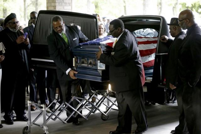 La cérémonie se déroulait à Summerville, à une... (Photo David Goldman, AFP)