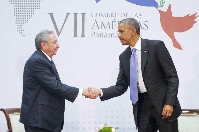 Les chefs d'État des États-Unis et de Cuba ont participé à une rencontre... (Photo AP, Pablo Martinez Monsivais)