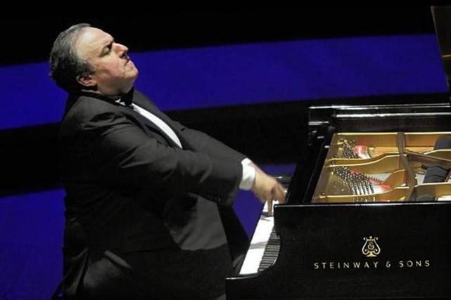 Le pianiste Yefim Bronfman.... (Photo tirée du site yefimbronfman.com)
