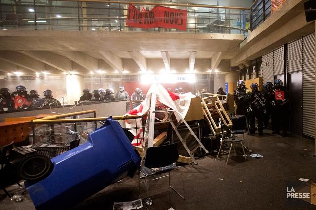 Des policiers sont intervenus cette semaine à l'UQAM... (PHOTO OLIVIER JEAN, LA PRESSE)