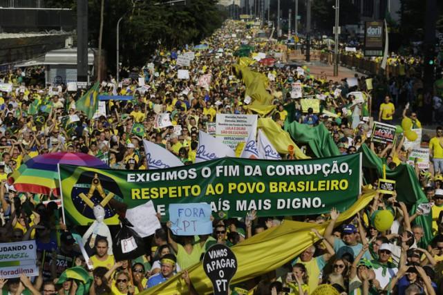 Au total, quelque 575 000 personnes ont manifesté... (Photo: AP)