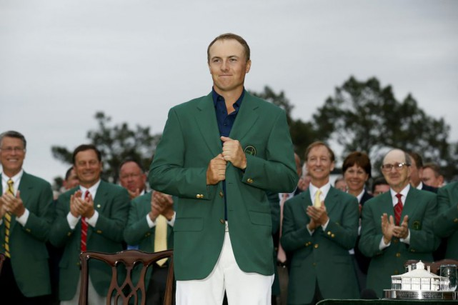 Jordan Spieth a enfilé le Veston vert à... (PHOTO JIM YOUNG, REUTERS)