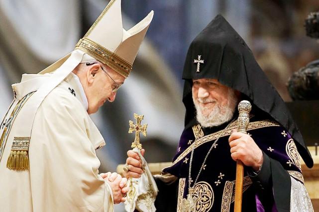 Le pape François, à gauche, a célébré une... (AP, Gregorio Borgia)