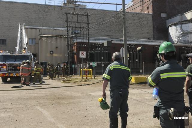 Les pompiers ont reçu l'appel à 11h59 et... ((Photo Le Quotidien, Michel Tremblay))