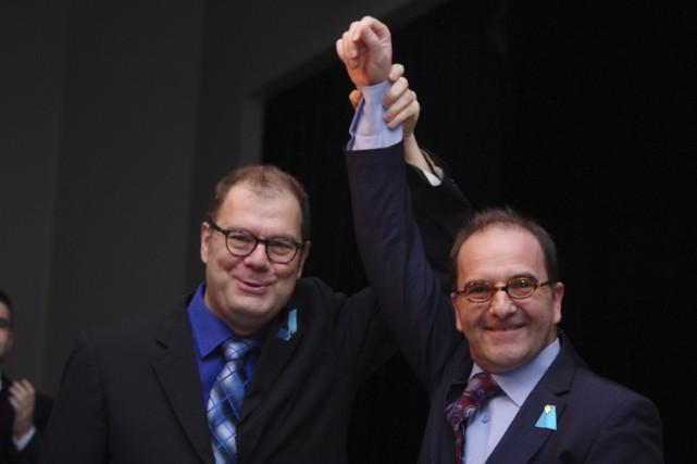 Photographié ici aux côtés de son chef Mario... (photo fournie par le Bloc québécois)