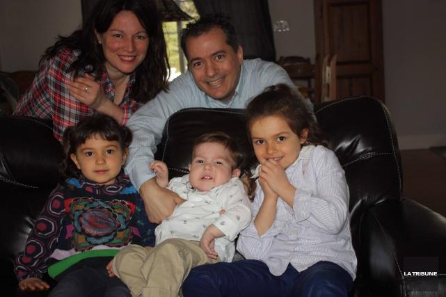 Annie St-Onge, Michel Bertand et leurs enfants Marie-Louise,Arnaudet... (La Tribune, Yanick Poisson)