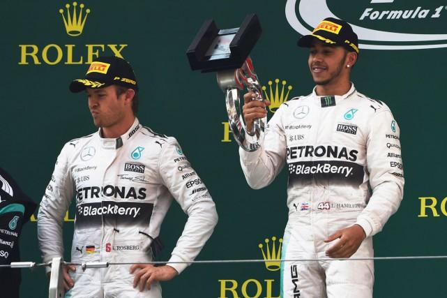 Lewis Hamilton accumule les succès en ce début... (Agence France-Presse, Archives)