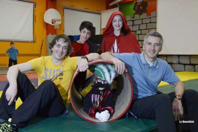 Les coordonnateurs du cirque, Pierre Thibodeau et Robert... (Photo: Sylvain Mayer, Le Nouvelliste)