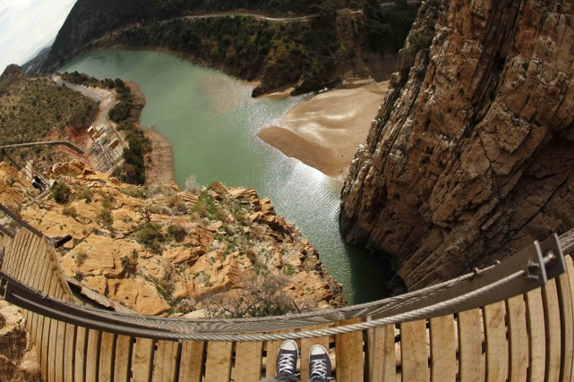 Les travaux sont terminés et le Caminito del Rey, accroché à flanc de rocher... (Photo Jon Nazca, Reuters)