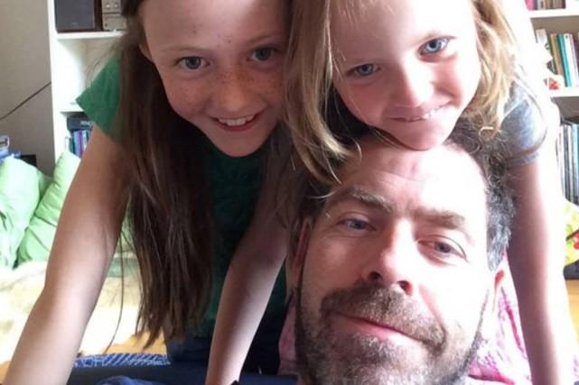Sébastien Chartrand et ses filles Charlotte, 9 ans,... (Photo fournie par Sébastien Chartrand)