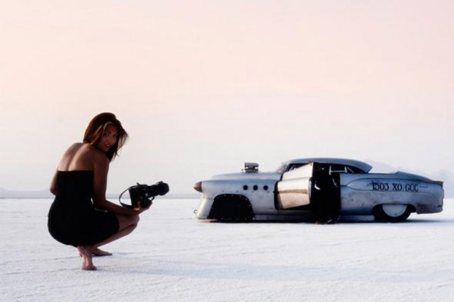 Liz Leggett au boulot, devant Bonneville Betty.... (PHOTO GUNTER MAIER, FOURNIE PAR LIZ LEGGETT)