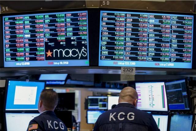 «Les investisseurs font une pause» et «attendent de... (PHOTO BRENDAN MCDERMID, REUTERS)