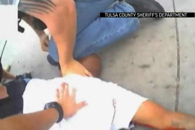 Une vidéo de la scène a été publiée... (IMAGE AP/POLICE DU SHÉRIF DE TULSA)