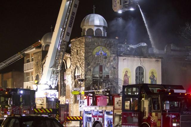Le feu s'est déclaré vers 20h30 dans l'Église... (Photo: Félix O. J. Fournier, Collaboration spéciale)