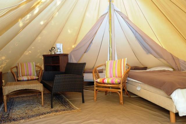 Les campeurs ont surtout privilégié le confort au... (PHOTO FRED TANNEAU, ARCHIVES AFP)
