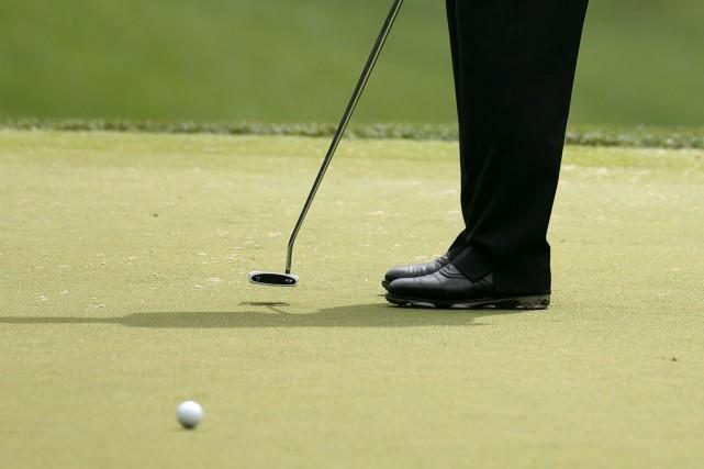 Avec l'arrivée du beau temps, plusieurs golfeurs sont à astiquer leurs bâtons... (Archives AP)
