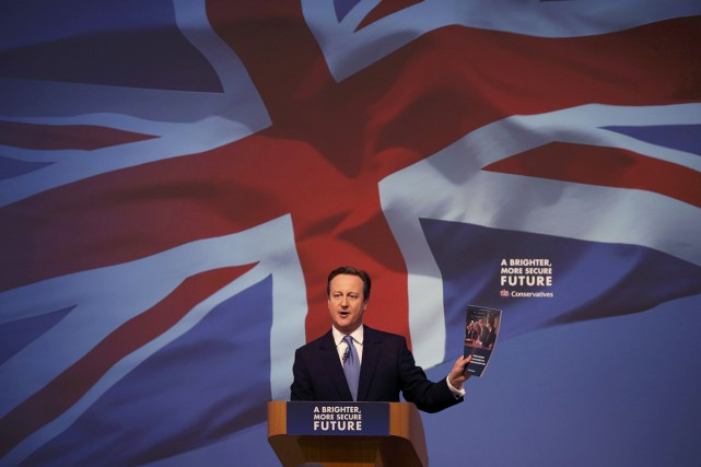 Mardi, David Cameron a parlé de «soleil» et... (PHOTO PETER MACDIARMID, REUTERS)