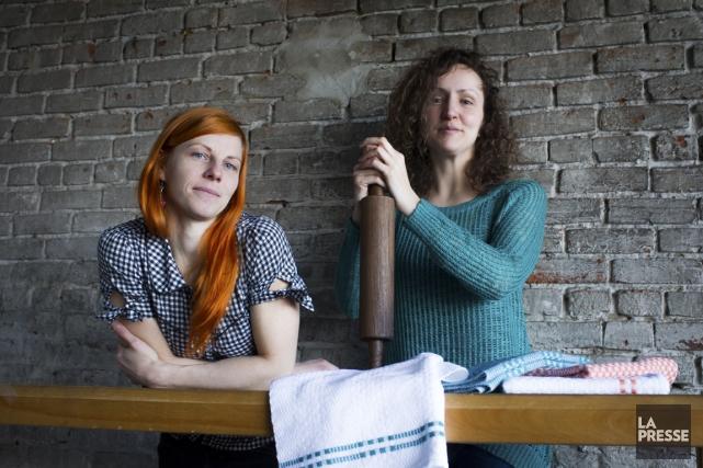 Jacinthe Généreux et Marie-Claude Laurendeau-Desmarais, qui sont derriere... (Photo Olivier Pontbriand, La Presse)