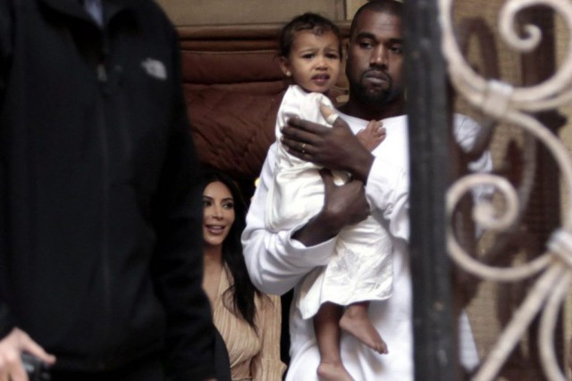 Kim Kardashian, Kanye West et leur fille North... (Photo: AP)