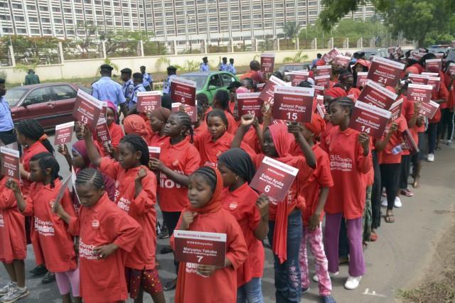 Un an après dans la capitale fédérale Abuja,... (Photo AFP)