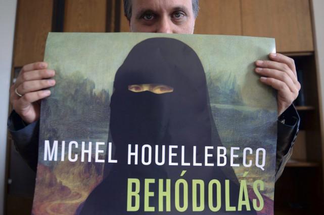 Une Joconde portant un niqab (voile intégral) figure en couverture de l'édition... (Photo: AFP)
