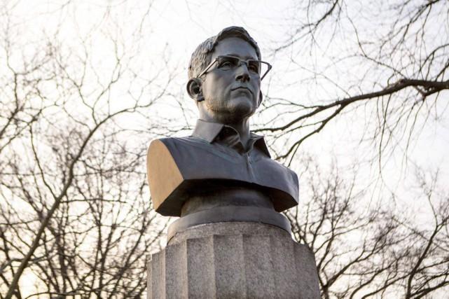 Trois artistes ont demandé mardi à New York que leur soit rendu un buste... (Photo: AP)