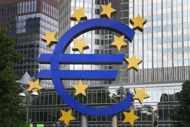 La Banque centrale européenne (BCE) a encore relevé mardi de 800 millions... (PHOTO DANIEL ROLAND, AFP)