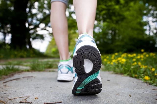 Trente minutes de marche quotidienne, qui peut être... (Photo Digital/Thinkstock)