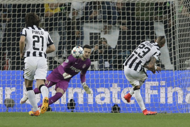 Arturo Vidal a marqué sur un penalty à... (Photo: AP)