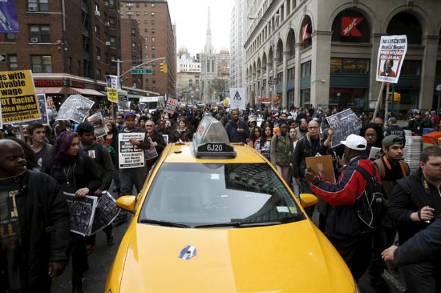 Plusieurs centaines de personnes ont manifesté mardi à New York contre la... (Photo: Reuters)
