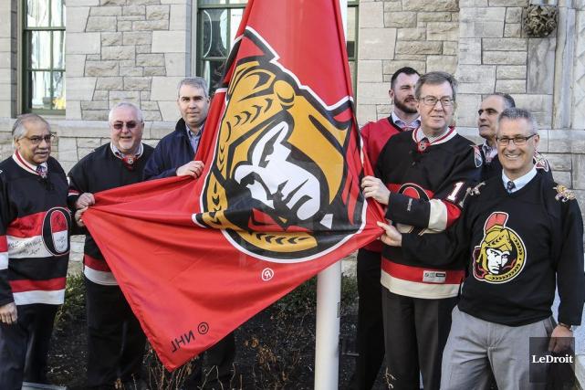 Les derniers préparatifs sont prêts à l'hôtel de ville d'Ottawa en vue du duel... (Patrick Woodbury, LeDroit)