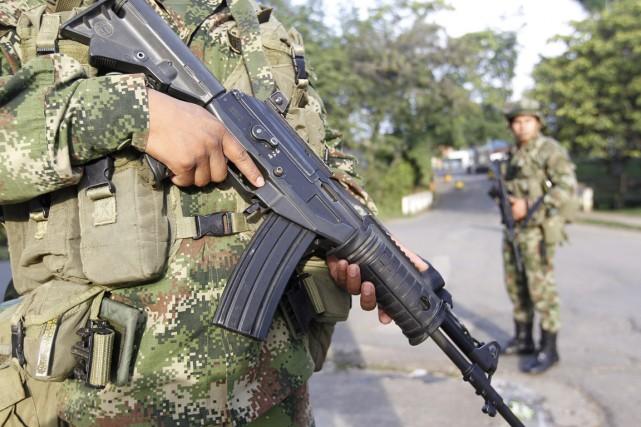 Dix militaires ont été tués et 17 blessés... (PHOTO JAIME SALDARRIAGA, ARCHIVES REUTERS)