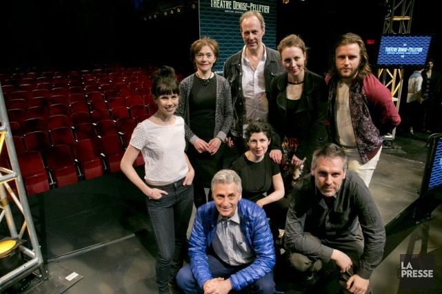 Claude Poissant, nouveau directeur artistique, est entouré de... (Photo: David Boily, La Presse)