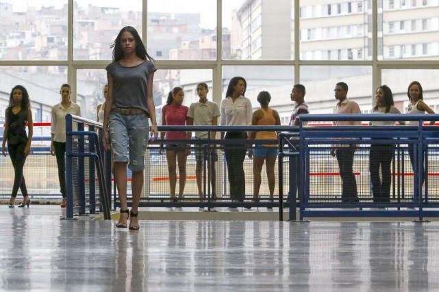 Depuis, dans le Centre municipal d'éducation unifiée (Ceu)... (Photo Miguel SCHINCARIOL, AFP)