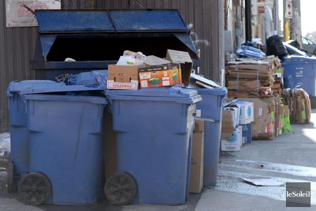 «Je vais aller moi-même ramasser les poubelles dans... (Le Soleil, Erick Labbé)
