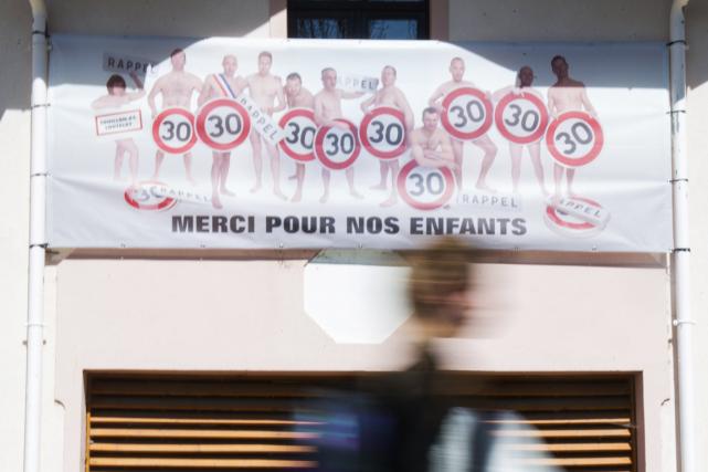 Une femme et dix hommes du conseil municipaldu... (Photo Sébastien Bozon, AFP)