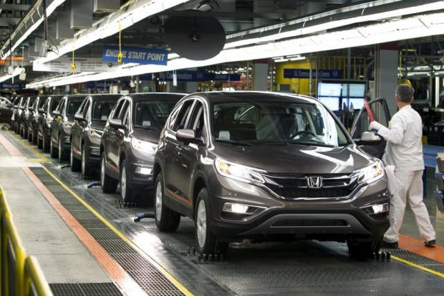 Les ventes de véhicules automobiles ont reculé de... (Photo Fred Thornhill, Reuters)