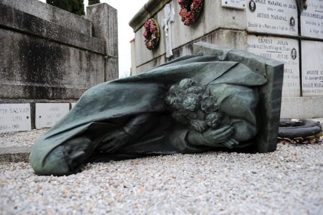 Une statue imposante de la vierge a été... (Photo: AFP)