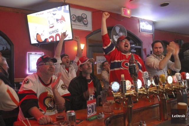 Certains bars de la région étaient pleins à... (Etienne Ranger, LeDroit)