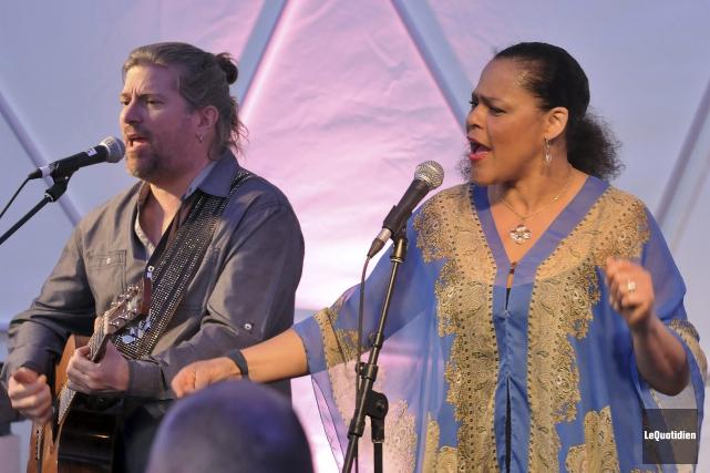 Le duo Dawn and Paul, composé de Paul... ((Photo Le Quotidien-Rocket Lavoie))